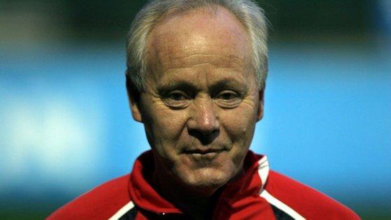 Köbi Kuhn dirigiu a seleção helvética nos Europeus de futebol de 2004 e 2008 e no Mundial de 2006