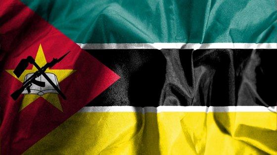 Os ataques armados contra viaturas na Estrada Nacional Número 1, no centro de Moçambique, já provocaram pelo menos 10 mortos e as autoridades têm responsabilizado guerrilheiros da Renamo