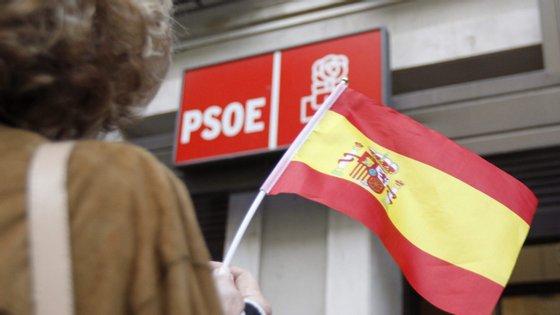 """O texto, aprovado na quinta-feira com os votos do PS, critica """"a repressão do povo catalão"""" e exige a liberdade dos """"presos políticos"""""""