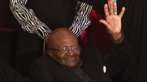 Desmond Tutu tem 88 anos