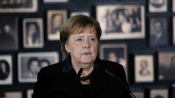"""""""A lembrança dos crimes, a referência aos autores e a homenagem digna às vítimas, são uma responsabilidade que nunca poderá acabar"""", Angela Merkel"""