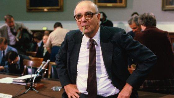 Volcker travou a inflação na década de 80 e convenceu o Congresso a impor restrições à banca especulativa depois da crise de 2008-09
