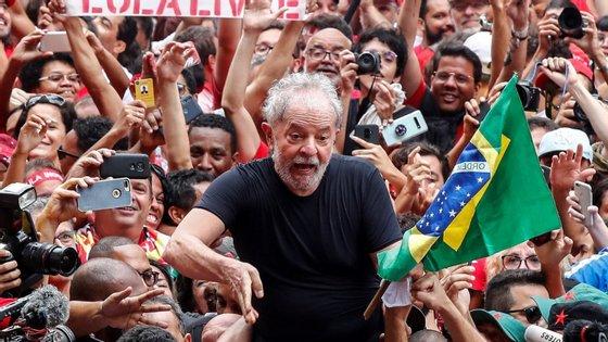 """""""Eles têm que saber que a partir de janeiro o Lula estará nas ruas outra vez"""", disse Lula da Silva"""