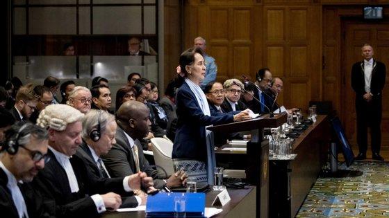 """Suu Kyi  disse a um painel de 17 juízes que no seu país """"as violações de direitos humanos não são toleradas"""""""