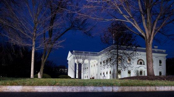 O novo pacote financia um orçamento recorde do Pentágono e inclui uma revogação dos impostos da era Obama