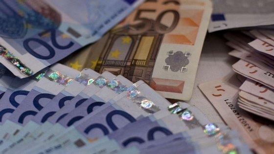 Delfina Cunha, 61 anos, ia depositar o dinheiro ao banco e só percebeu que não o tinha já na instituição bancária