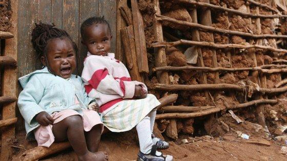 Os Estados Unidos disponibilizam anualmente mais de 500 milhões de dólares para melhorar a qualidade da educação, saúde, crescimento económico e o desenvolvimento geral de Moçambique