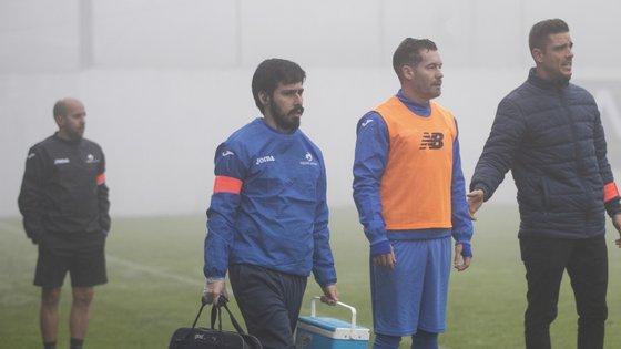 Fernando Madureira, líder dos Super Dragões também conhecido por Macaco, assistiu do banco à vitória do Canelas 2010 frente ao Sertanense