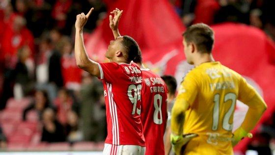 Carlos Vinícius apontou o golo da reviravolta que colocou o Benfica nos quartos da Taça de Portugal com culpas de Tiago Sá pelo meio