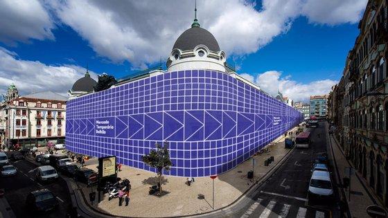 O Mercado do Bolhão está a ser recuperado desde maio de 2018 e as ruas vizinhas, Formosa e Alexandre Braga, estão cortadas ao trânsito e a peões, desde agosto de 2019, para a construção de um novo túnel