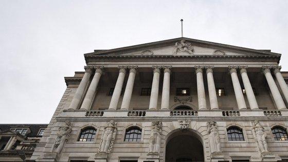 O banco central britânico vai manter o preço do dinheiro para manter a inflação
