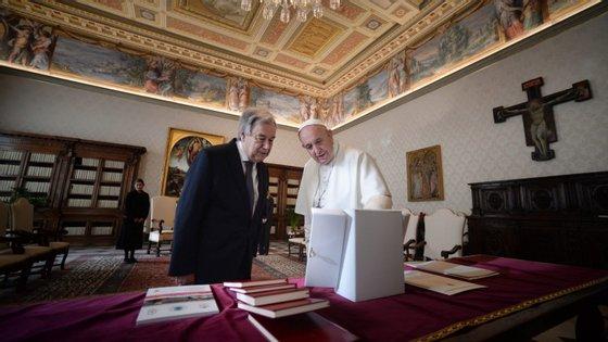 """Na sua intervenção, António Guterres apresenta o Papa como """"mensageiro da esperança e da humanidade, para reduzir o sofrimento humano e promover a dignidade humana"""""""