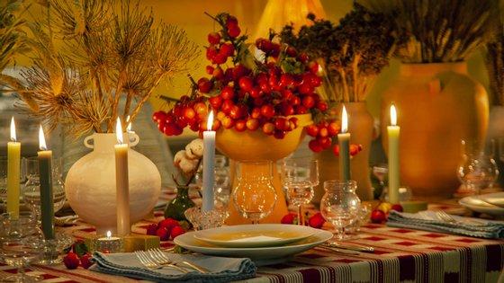 Pedidos a quatro decoradores portugueses que se pronunciassem sobre a mesa de Natal perfeita. Eis as dicas dos profissionais
