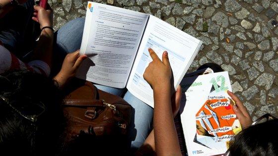 Os processos em causa dizem respeito a notas inflacionadas no 12.º ano para facilitar a entrada no ensino superior