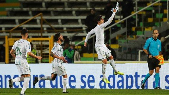 Guedes entrou e marcou dois golos em menos de 15 minutos, dando o empate ao V. Setúbal frente ao Benfica