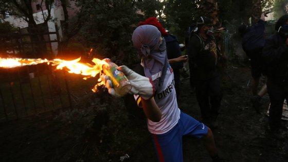 No passado dia 13 de dezembro milhares de pessoas comemoraram em Santiago do Chile a passagem de oito semanas desde o início dos protestos anti-governo