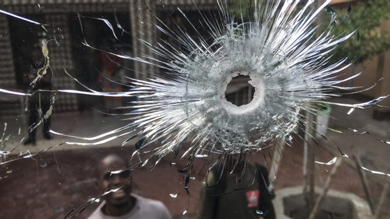 O ataque ocorreu por volta das 6h00 (menos duas em Lisboa) e as vítimas seguiam num autocarro, quando um grupo abriu fogo.