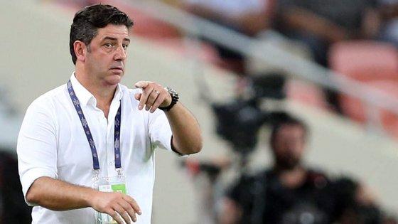 Rui Vitória venceu por 4-2 no estádio do Damac, onde esteve a perder por 2-0