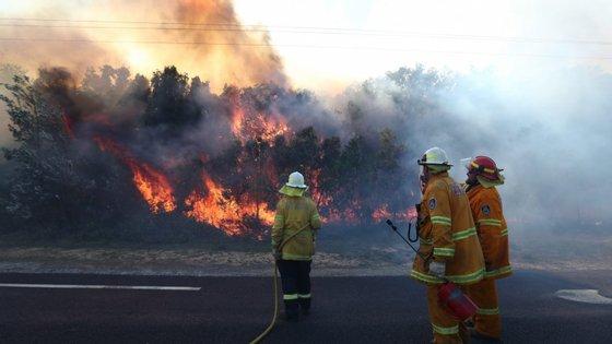 Os incêndios na Austrália já provocaram três mortes
