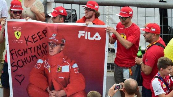 Fãs de Michael Schumacher continuam a deixar mensagens de apoio ao antigo piloto quase seis anos depois do acidente