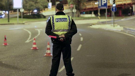 As autoridades realizaram 240.220 ações de fiscalização, incluindo radares e 32.902 testes de álcool, pelos quais foram detetadas 575 infrações (1,8%) e 205 detenções devido à taxa crime de álcool no sangue