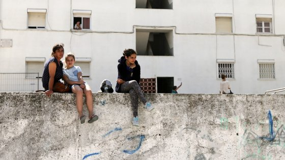 Já numa família com dois dependentes com menos de três anos e um com mais de três anos, a poupança deverá rondar os 350 euros para rendimentos mais baixos