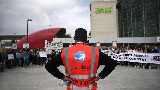 A greve dos trabalhadores de handlingcomeçou esta sexta-feira e prolonga-se até domingo
