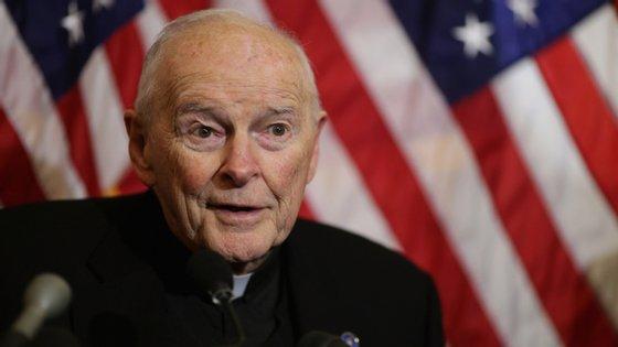 Depois de uma investigação encetada pelo próprio Vaticano, o ex-cardeal norte-americano Theodore McCarrick foi declarado culpado por abuso sexual de menores. Em fevereiro, o Papa expulsou-o do clero.