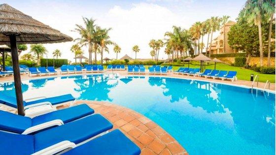 A morte de um homem de 52 anos e dos seus dois filhos — um rapaz de 16 e uma rapariga de 19 — aconteceu por volta das 14h de 24 de dezembro, no resort espanhol Club La Costa World