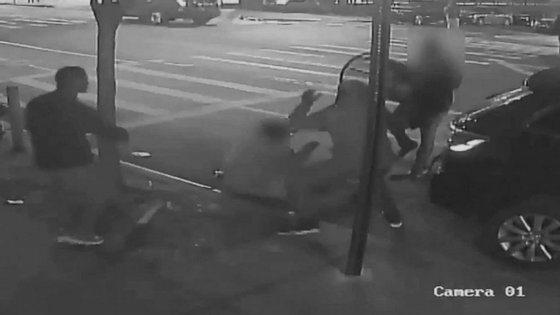 A polícia nova-iorquina divulgou as imagens de videovigilância do momento do ataque