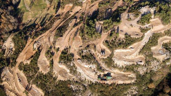 Imagem aérea das minas de lítio a céu aberto em Covas do Barroso, concelho de Boticas. PEDRO SARMENTO COSTA/LUSA