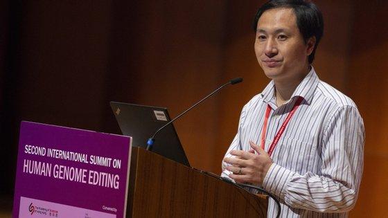 He Jiankui foi também condenado a pagar uma multa de três milhões de renmimbis (cerca de 380 mil euros)
