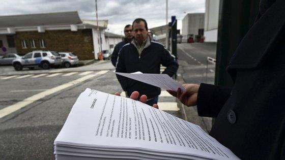 A luta dos trabalhadores da fábrica de automóveis contra a bolsa de horas em vigor começou em junho