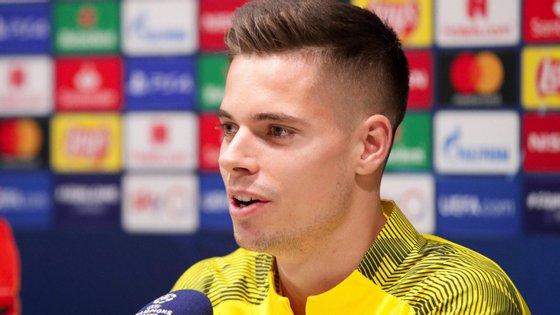 Julian Weigl, que deverá assinar por cinco anos, chegou ao Borússia Dortmund em 2015