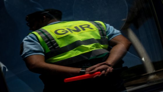 Inicialmente, foi dito à GNR que os tiros tinham sido disparados de um veículo em andamento