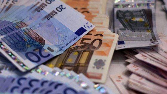 Os ativos em depósitos das administrações públicas diminuíram 300 milhões de euros