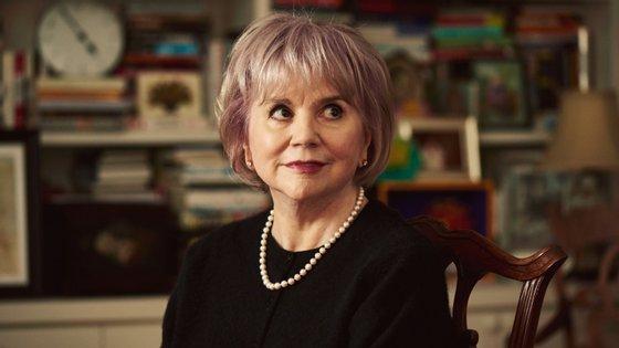 A cantora tem 73 anos e ao longo da carreira vendeu mais de 100 milhões de cópias de discos, tendo sido distinguida com dez prémios Grammy e uma entrada em 2014 no Rock and Roll Hall of Fame