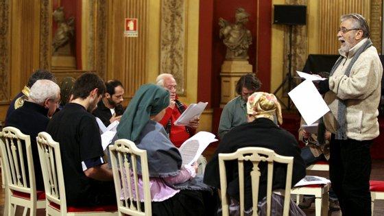 Entre outros, trabalhou nos grupos Casa da Comédia, Teatro Aberto e Teatro Estúdio de Lisboa