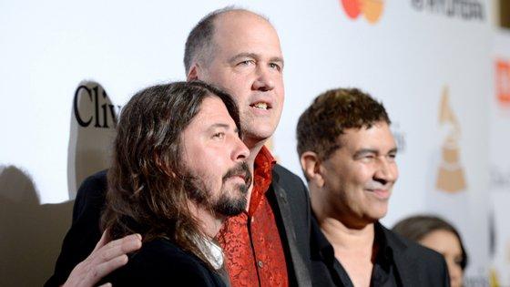 Dave Grohl, Krist Novoselic e Pat Smear juntos em 2016, antes de uma cerimónia dos Grammy