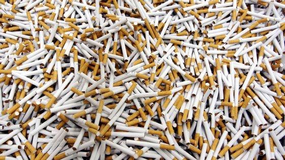 A GNR detetou os maços de tabaco sem estampilha fiscal e sem qualquer tipo de documentação