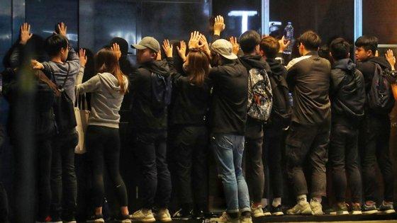 A intervenção terminou com dezenas de detidos, noticiou a imprensa local