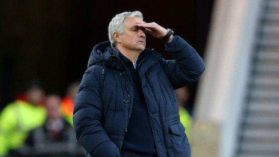 José Mourinho somou o terceiro jogo seguido sem ganhar (todos fora) no primeiro encontro sem contar com o lesionado Kane