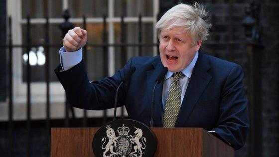 Boris Johnson esteve de férias nas Caraíbas durante os últimos acontecimentos que envolveram EUA, Irão e Iraque