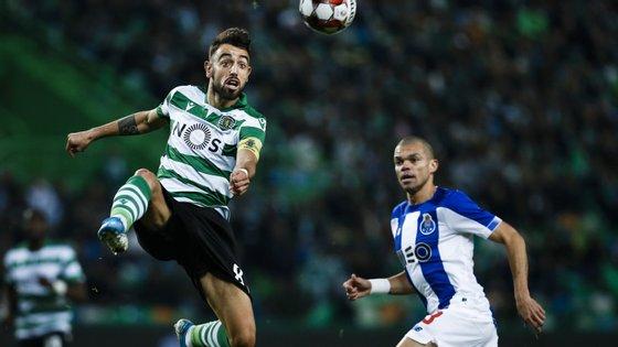 """O FC Porto venceu o Sporting por duas bolas a uma. Marega e Soares marcaram para os """"dragões"""", Acunã para os """"leões"""""""