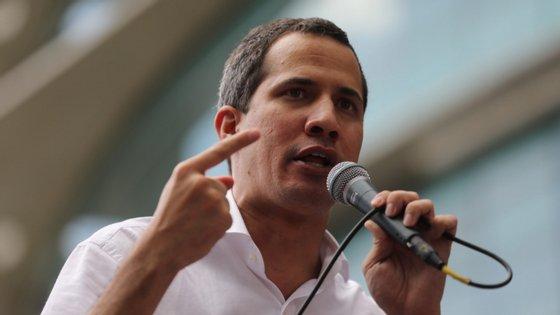 """Na votação participaram muitos deputados perseguidos pela Justiça, no quadro do que a oposição qualifica de """"perseguição política"""""""