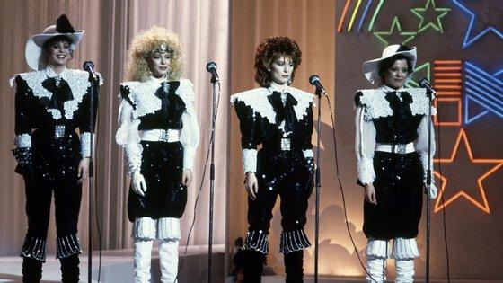 """As Doce (Fátima Padinha, Teresa Miguel, Lena e Laura Diogo Coelho) no Festival da Canção de 1982, que venceram com a canção """"Bem Bom"""""""