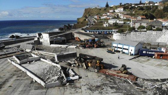 A passagem do furacão Lorenzo pelos Açores, em outubro de 2019, causou a destruição total do Porto das Lajes das Flores