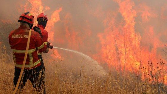 """A Associação vai entregar um caderno reivindicativo ao Governo, uma proposta que """"corrija as situações menos satisfatórias e que constam do estatuto dos bombeiros profissionais"""""""