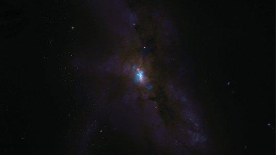 A imagem foi captada por um rádio-observatório de 66 antenas no deserto do Atacama e divulgada esta semana