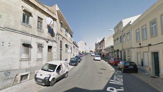 A Rua Maria Pia faz a ligação entre as zonas de Alcântara e de Campo de Ourique